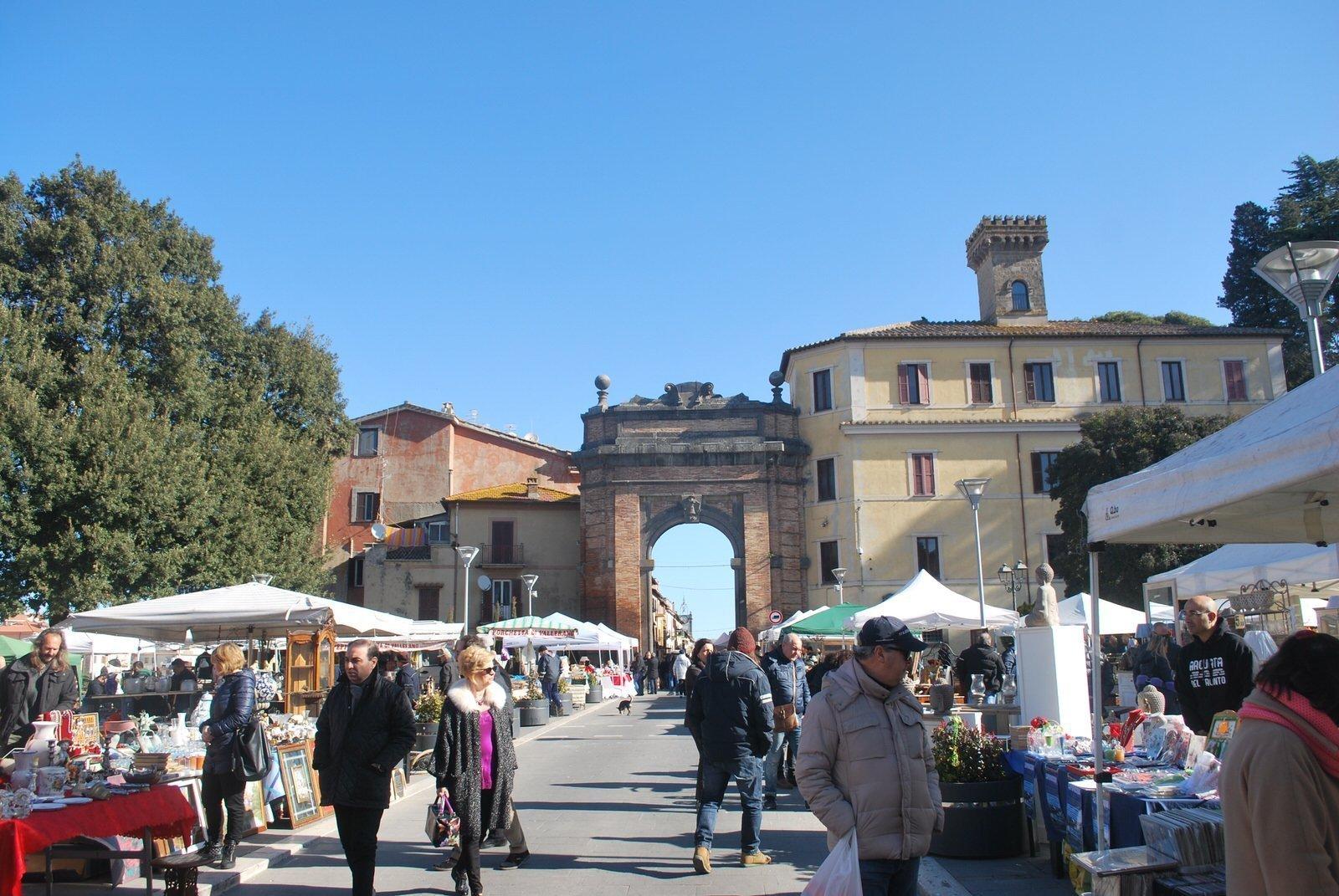 Mercatino di antiquariato e artigianato a campagnano for Il mercatino roma