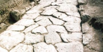 strada romana basolata a Vallelunga