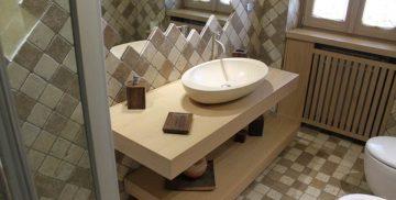 Arredo bagno realizzato dalla falegnameria Bonimelli