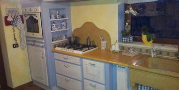 Cucina artigianale realizzata dalla falegnameria Bonimelli