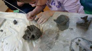 Laboratorio di ceramica per bambini al Centro Giovanile di Campagnano di Roma
